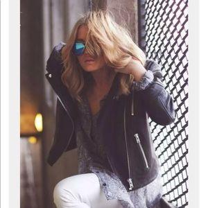 Accessories - Blue mirrored sunglasses